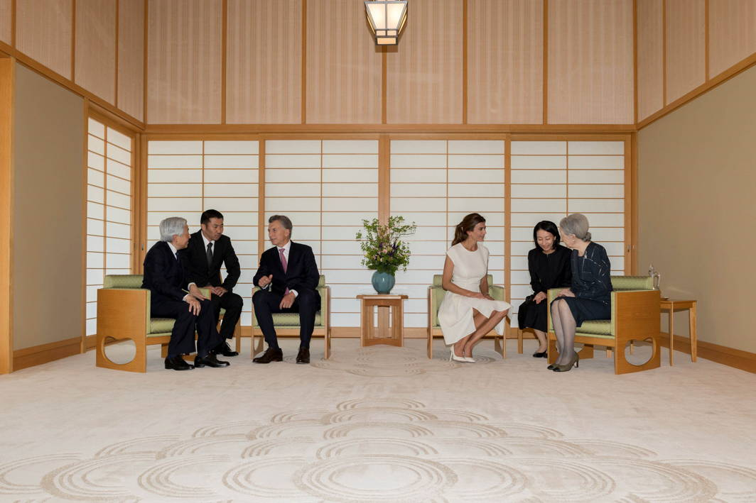 NORTHEAST, SOUTHWEST: Argentina's President Mauricio Macri (3rd L) and his wife Juliana Awada (3rd R) talk with Japan's Emperor Akihito (L) and Empress Michiko (R) when they pay a courtesy call at the Imperial Palace in Tokyo, Reuters/UNI