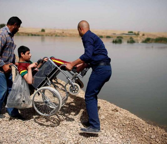 NOWHERE PEOPLE: Displaced Iraqis cross the Tigris as Iraqi forces battle Islamic State militants in western Mosul, Reuters/UNI