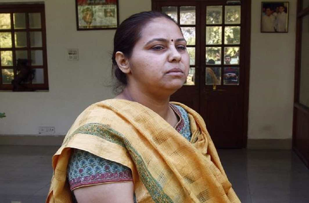 I-T dept summons Lalu's daughter and son-in-law in benami land case