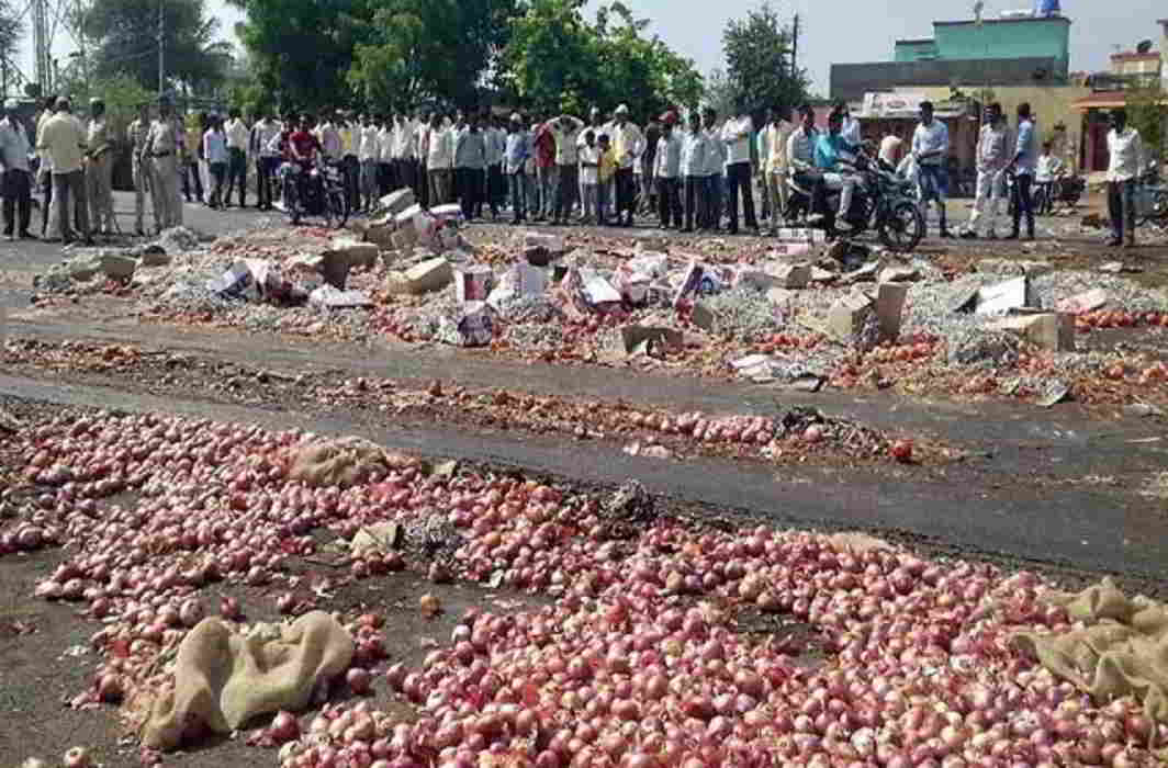 Maharashtra Farmers Call off agitation after loan waiver, Protests continue in MP and Karnataka