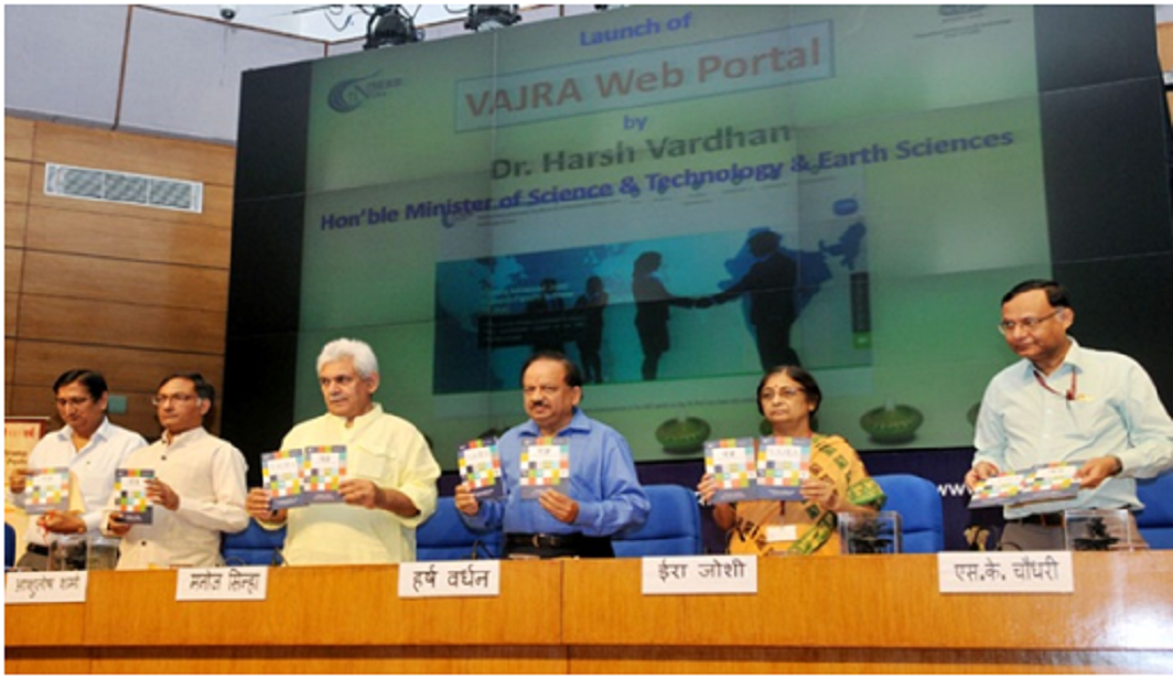 Union Minister for Science and Technology, Harsh Vardhan and other dignitaries at the launch of VAJRA scheme