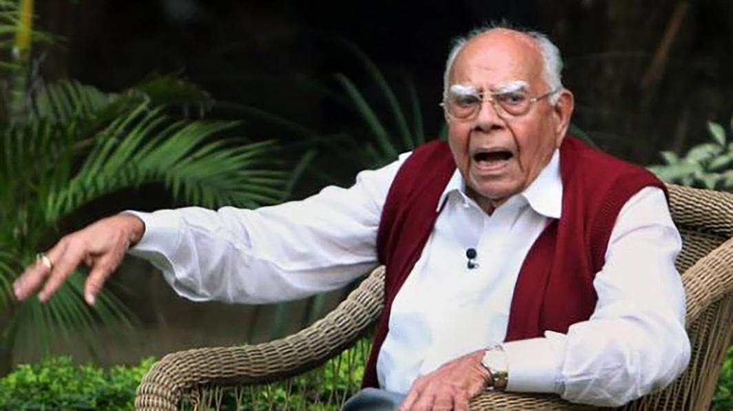 Jethmalani hangs his lawyer's coat, set for a 'different mission'