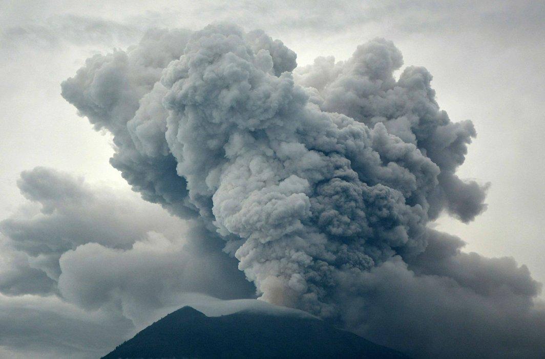 BOOM: Eruption of Mount Agung as seen from Kubu village in Karangasem, Bali, Indonesia, Reuters/UNI
