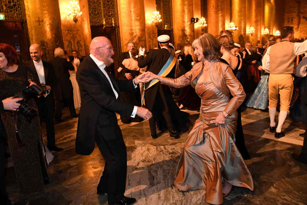 DANCE OF THE CHAMPIONS: Nobel Prize in Physics 2017 laureates Carolee Winstein and Kip S Thorne dance after the Nobel banquet in the City Hall of Stockholm, Reuters/UNI