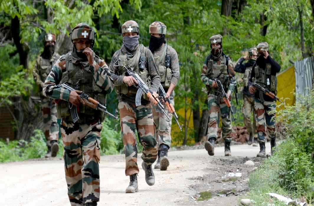 Indian Army crosses LoC in PoK, kills three Pakistani soldiers