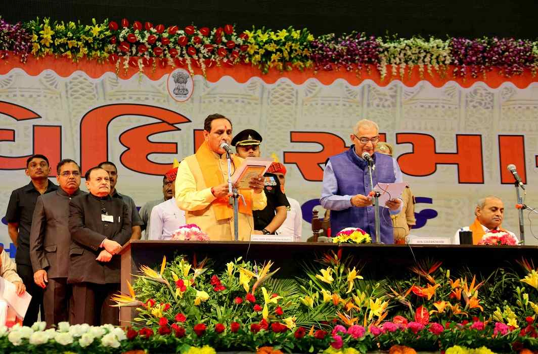 Gujarat: Vijay Rupani and his ministers take oath
