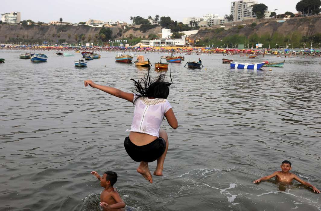 TAKE THE LEAP: Children play at a dock at Pescadores beach in Chorrillos district of Lima, Peru, Reuters/UNI