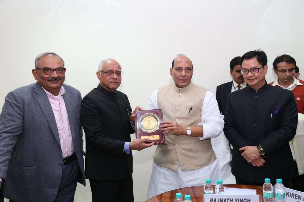 Rajinder Khanna (second from left) with Union home minister Rajnath Singh (File photo, courtesy PIB).