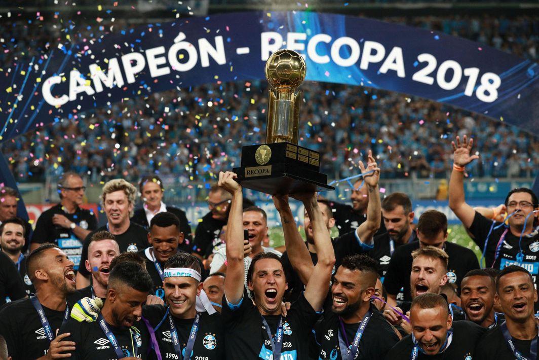 CLIFFHANGER: Home team Gremio celebrates winning the penalty shootoutof the Recopa Sudamericana final against Argentina's Independiente at Arena do Gremio Stadium, Porto Alegre, Brazil, Reuters/UNI