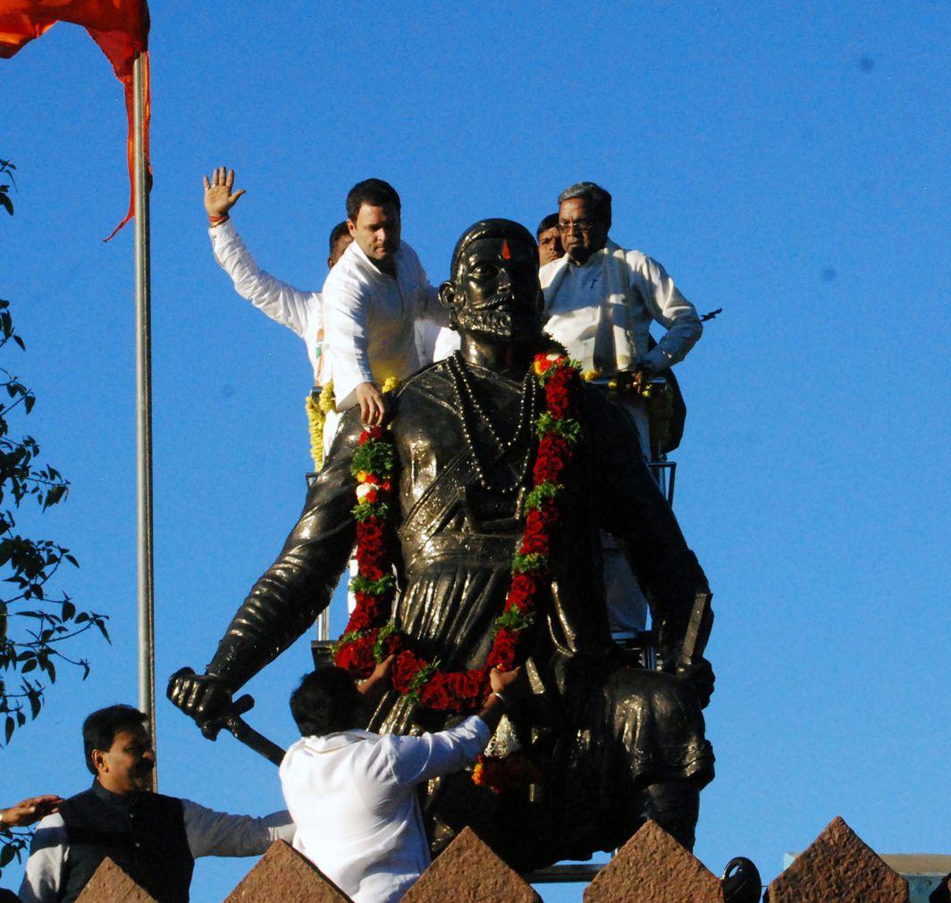 SHOW OF RESPECT: AICC president Rahul Gandhi garlands the statute of Chatrapathi Shivaji at Dharwad during his Jahashirvad Yatra on Monday evening, Karnataka Chief Minister Siddahramaiah is also seen, UNI