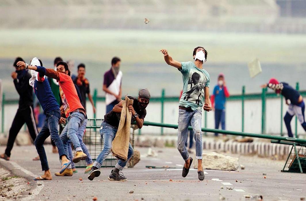 Stone pelters in Kashmir attack school bus, injure two school children