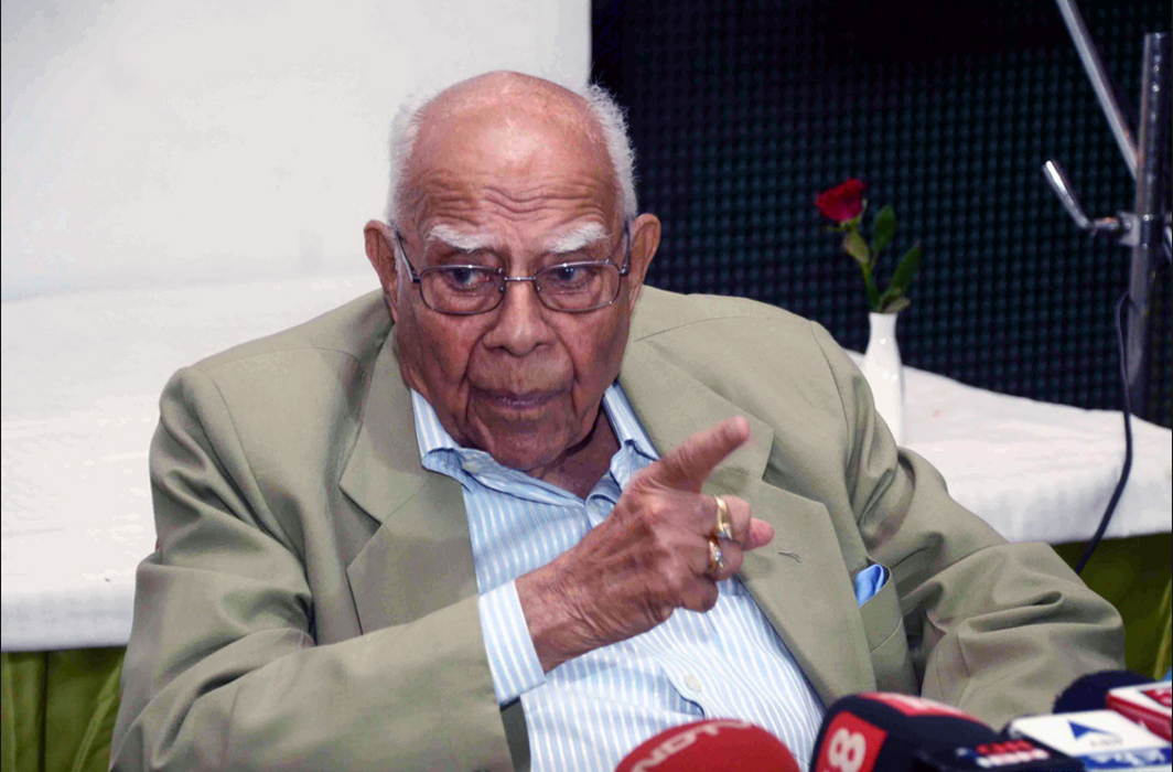 Jethmalani moves SC against Karnataka Governor asking Yeddyurappa to take oath as CM