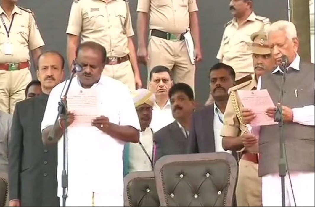 Kumaraswamy sworn in Karnataka CM, G Parameshwara of Cong as deputy, united Opposition turns up
