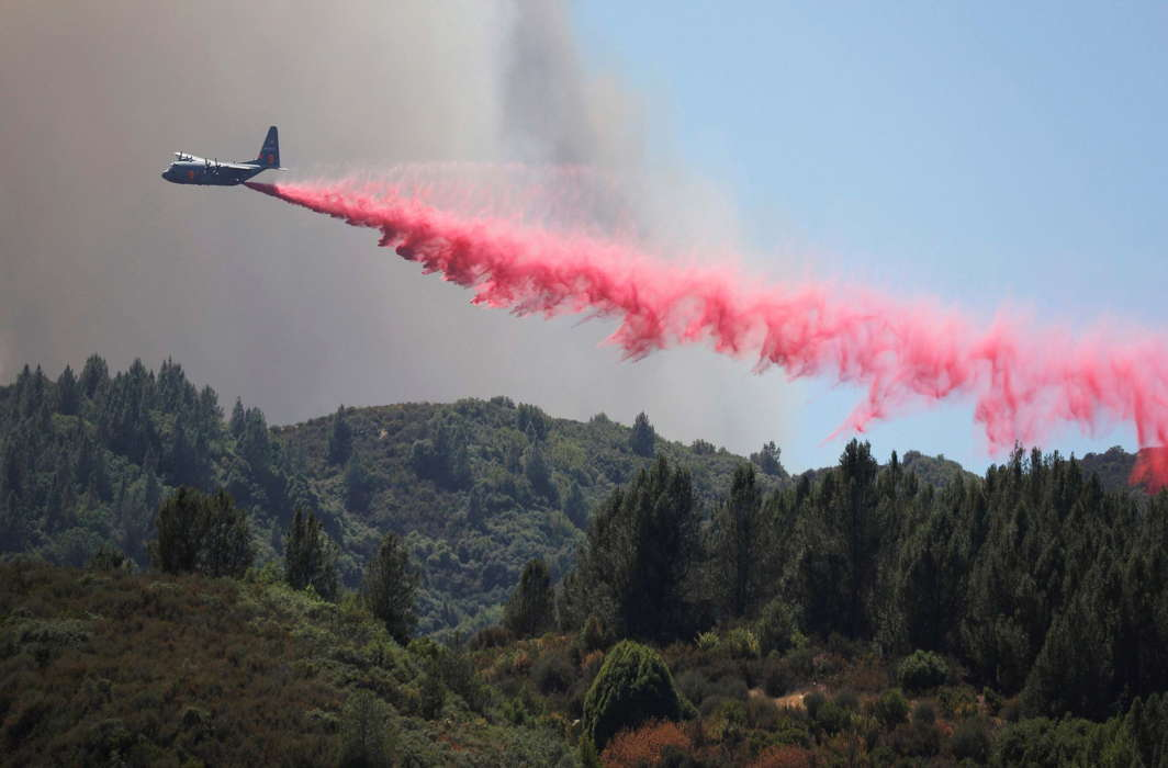 An air tanker drops fire retardant to slow the spread of the River Fire (Mendocino Complex) near Lakeport, California, Reuters/UNI