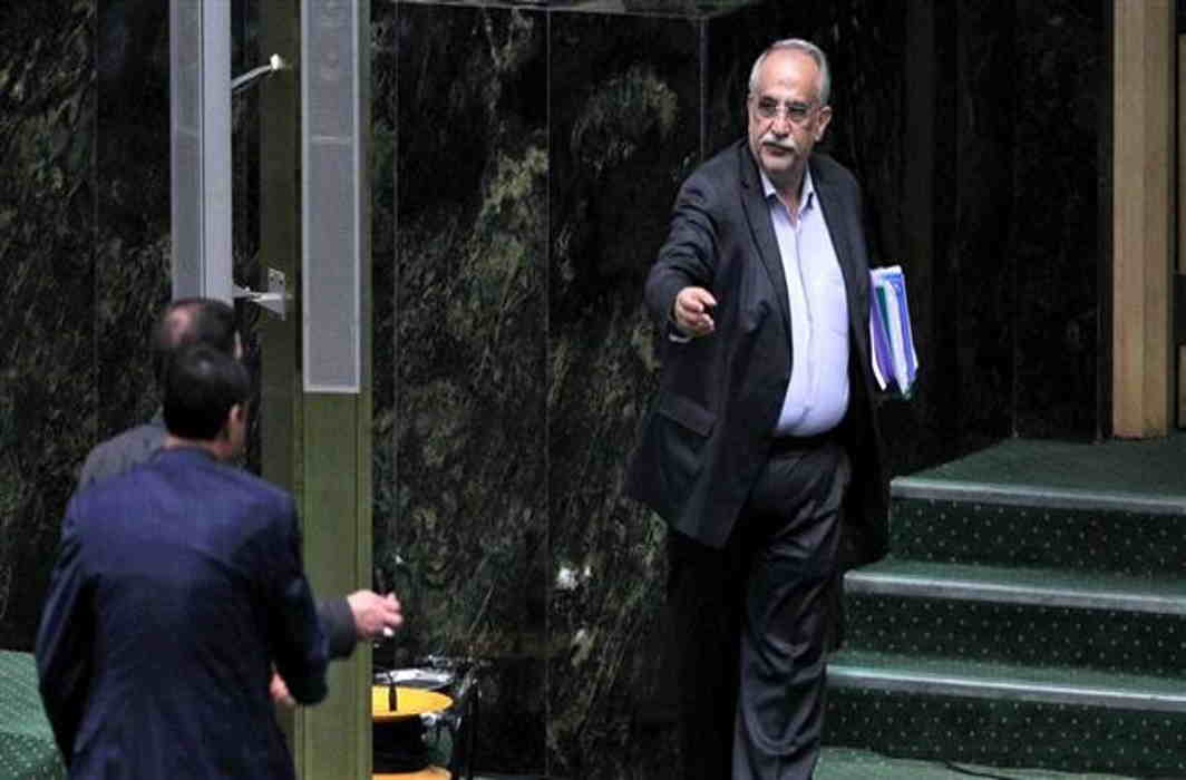Iran: Parliament impeaches Finance Minister Karbasian