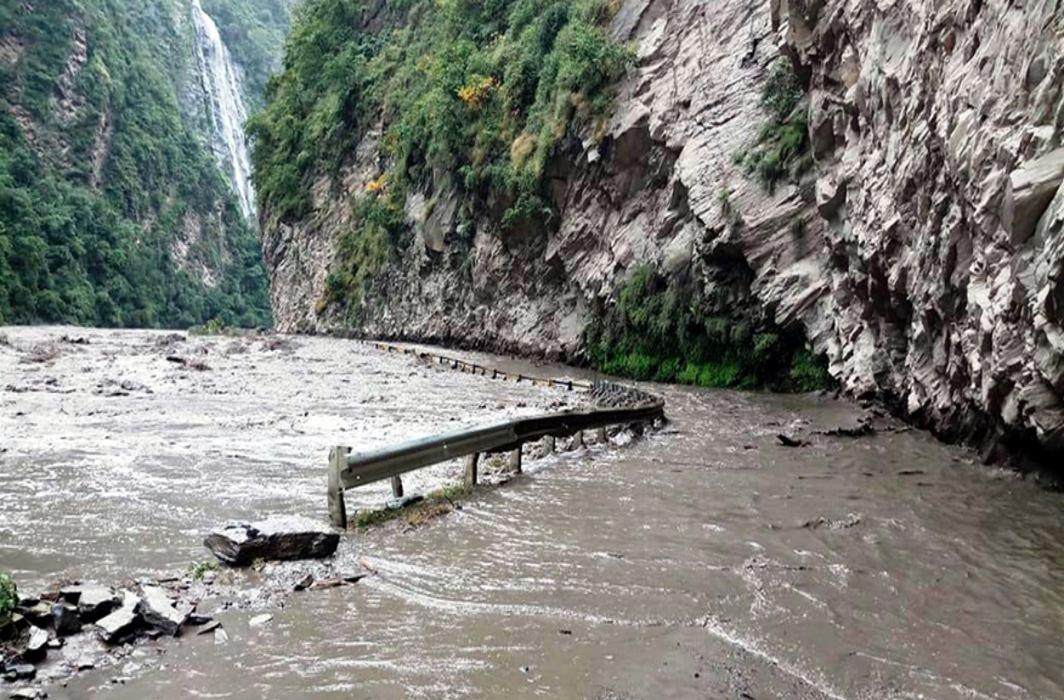 25 IITians among 45 missing in Himachal rains, snowfall
