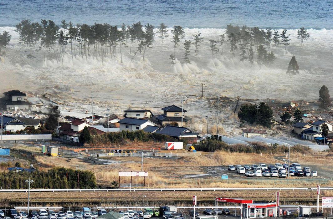 Indonesian quake-tsunami toll could reach thousands, mass burials begin