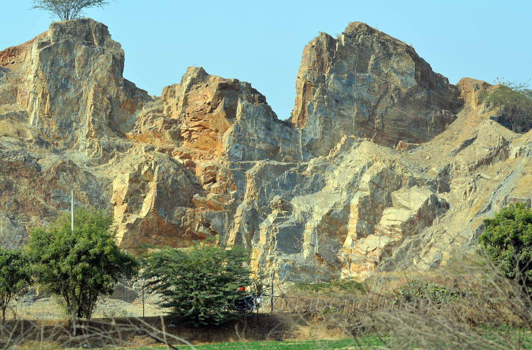 31 hills of Aravalli range gone, SC gives Rajasthan Govt 48 hours to stop illegal mining