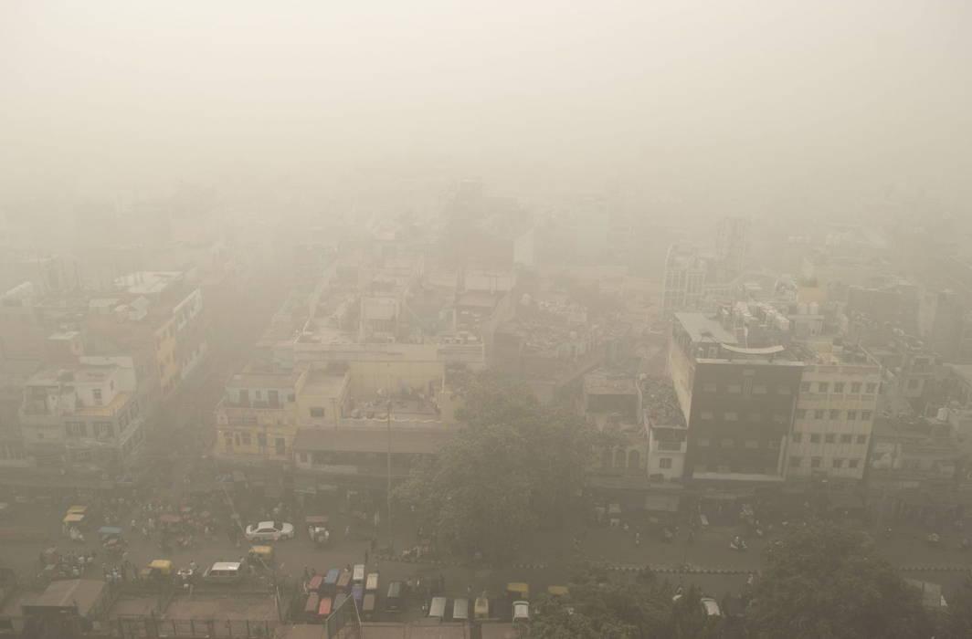 Delhi air pollution reaches Hazardous levels before Diwali, both PM10 and PM2.5 above 600
