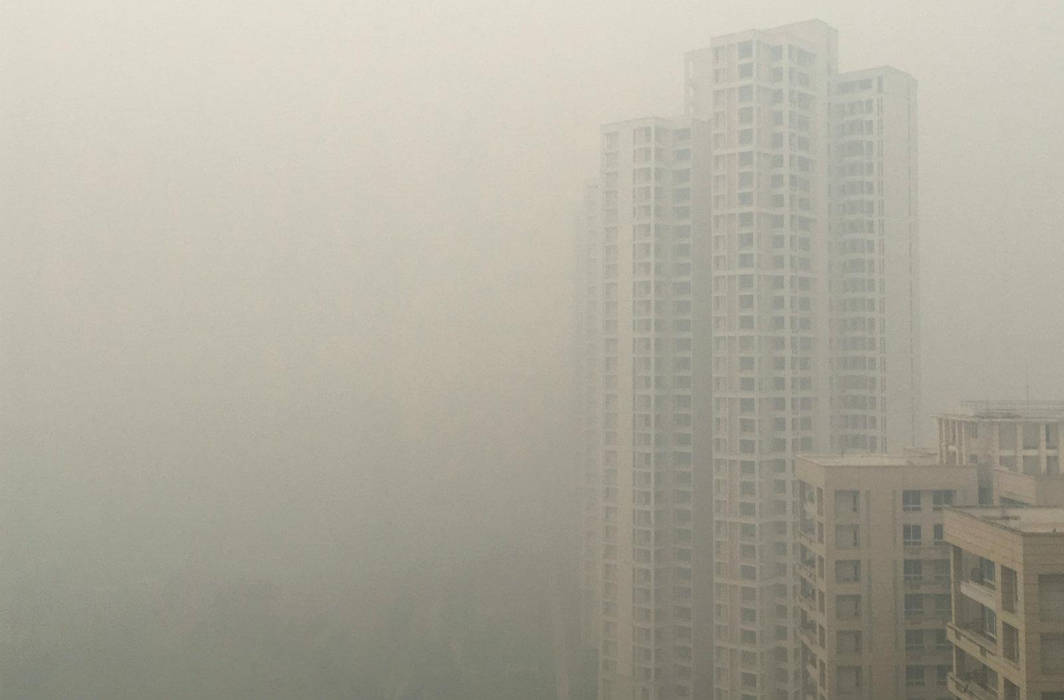 """Delhi air pollution at """"severe-plus emergency"""" level as people flout firework restrictions"""