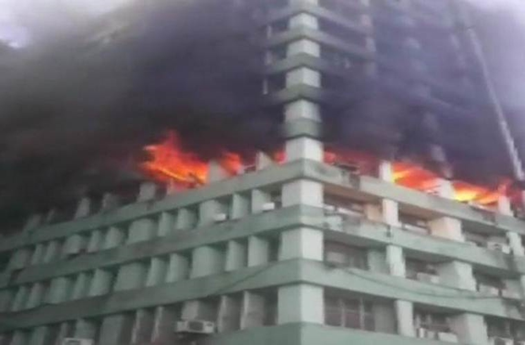 Massive fire on 5th floor of CGO complex building in Central Delhi, 24 fire tender at the site