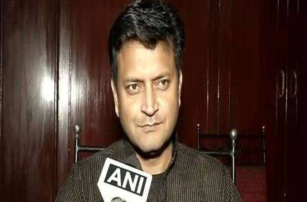 JD (U) spokesperson Ajay Alok resigns, says he doesn't want to 'embarrass' Nitish Kumar