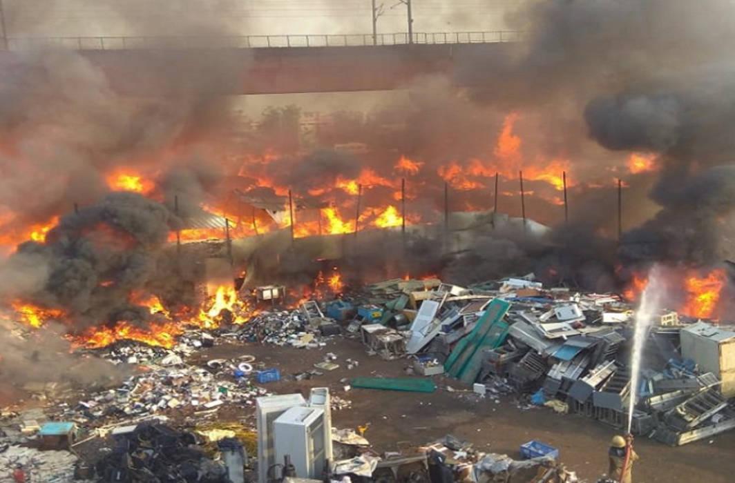 Fire breaks out at Furniture Market near Delhi's Kalindi Kunj Metro Station, Magenta Line affected