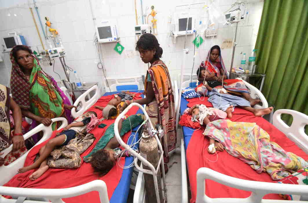 Death toll of children due to acute encephalitis touches 100 in Bihar