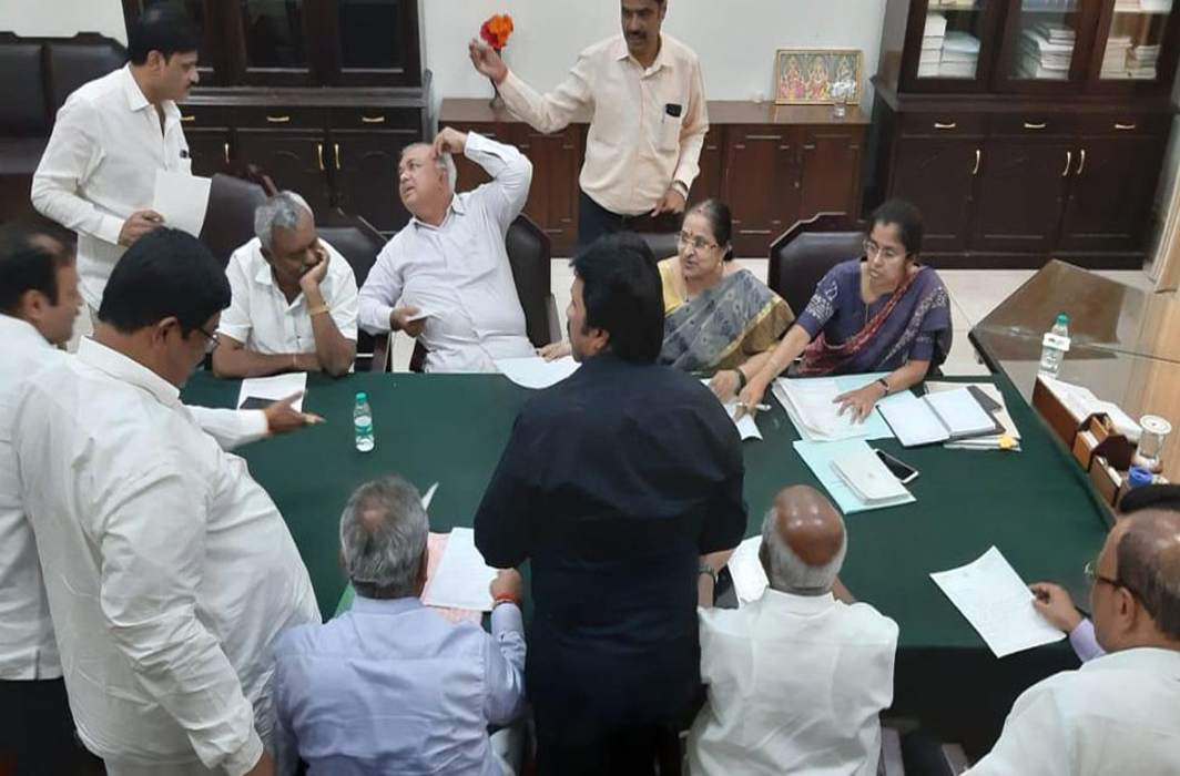Karnataka-mla-resign