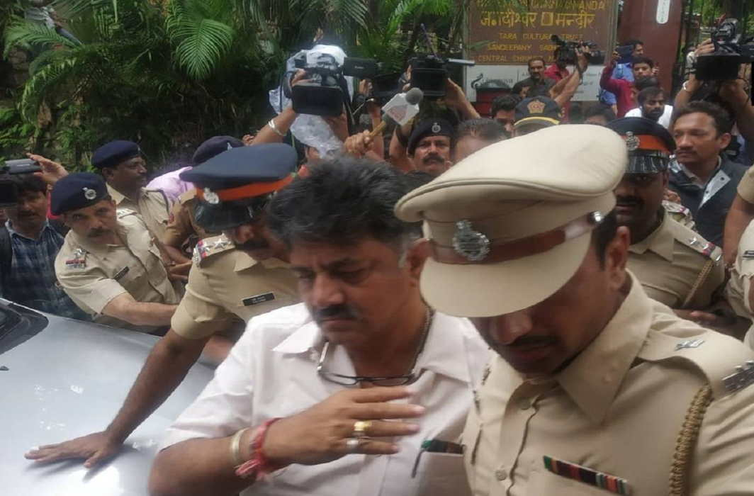 Shivakumar, Deora detained in Mumbai, rebel MLAs move SC for acceptance of resignations