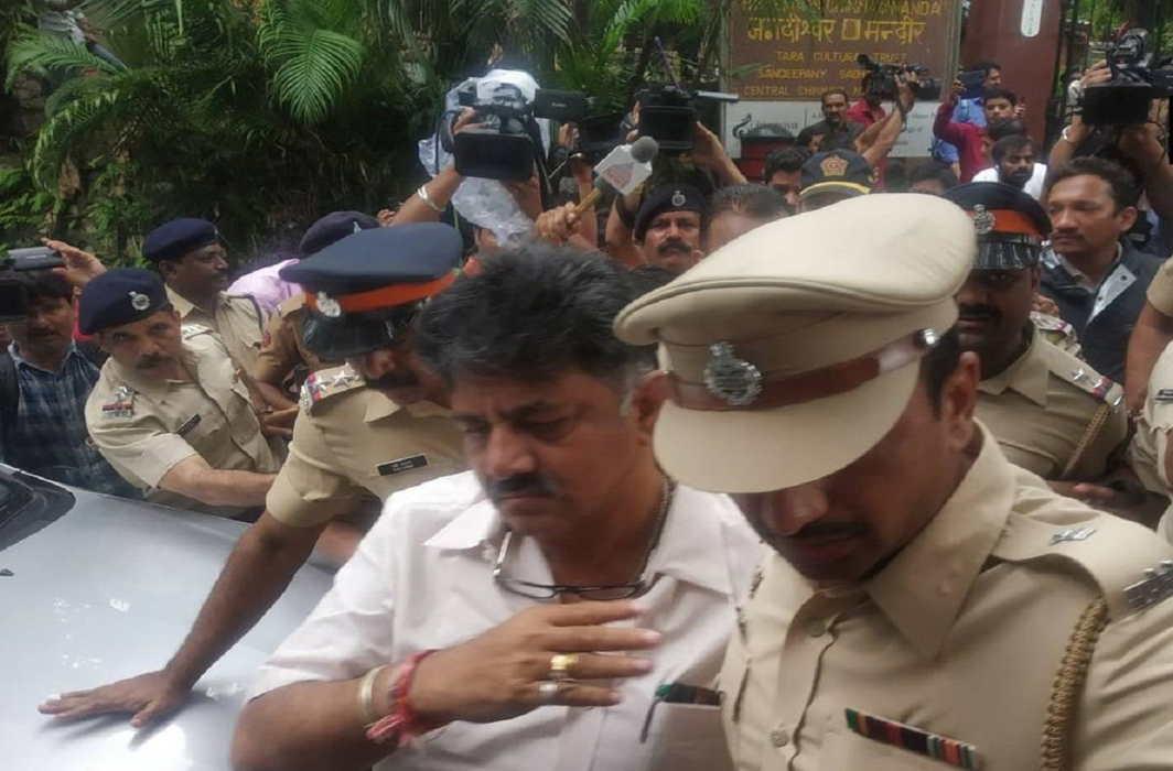 Shivakumar, Deora detained in Mumbai, rebel MLAs move SC for acceptance of resignations