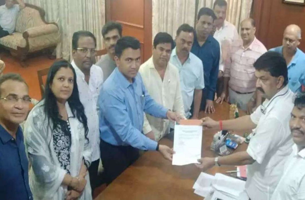 After Karnataka, crisis hits Congress in Goa as 10 MLAs shift to BJP