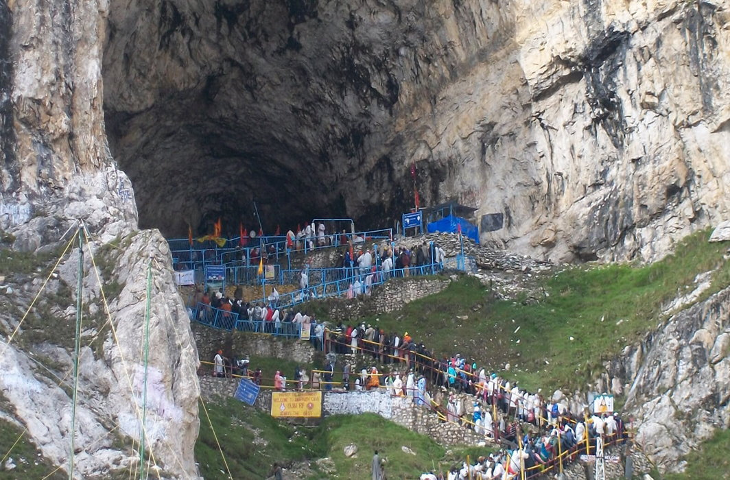 Amarnath Yatra suspended due to separatists' call for shut down in Kashmir valley