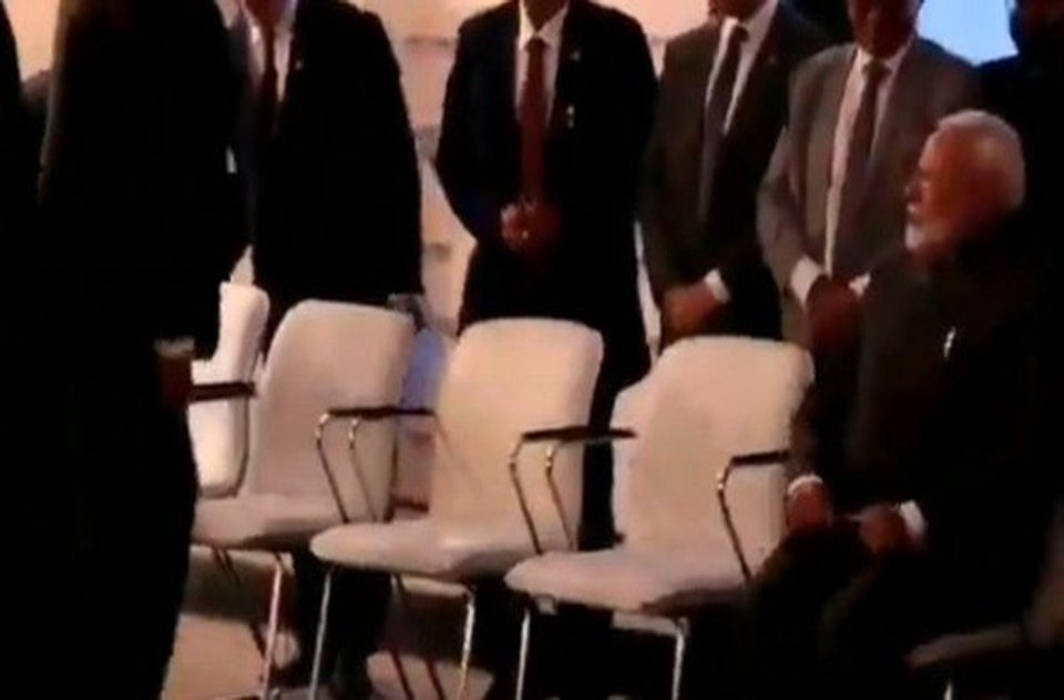 PM Narendra Modi refuses sofa, asks for chair at the Eastern Economic Forum
