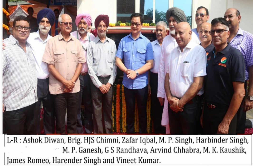 Kiren Rijiju honours former Indian Hockey Champions