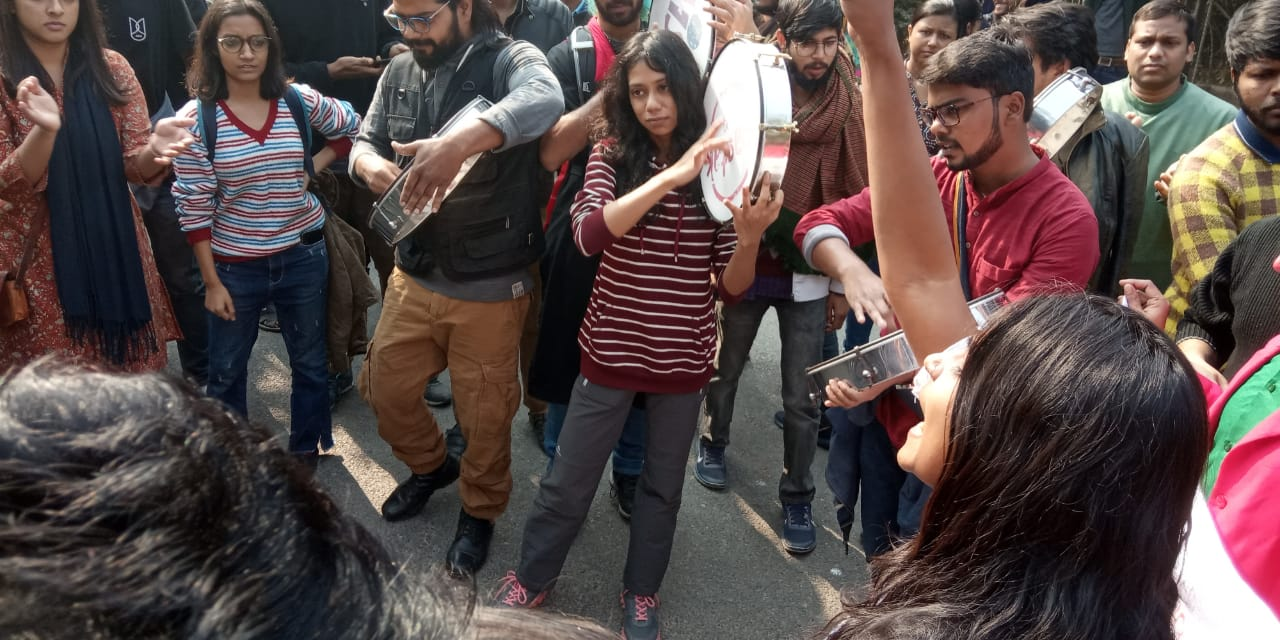 JNU students marching towards Rashtrapati Bhavan against the university administration's hostel fee hike order.
