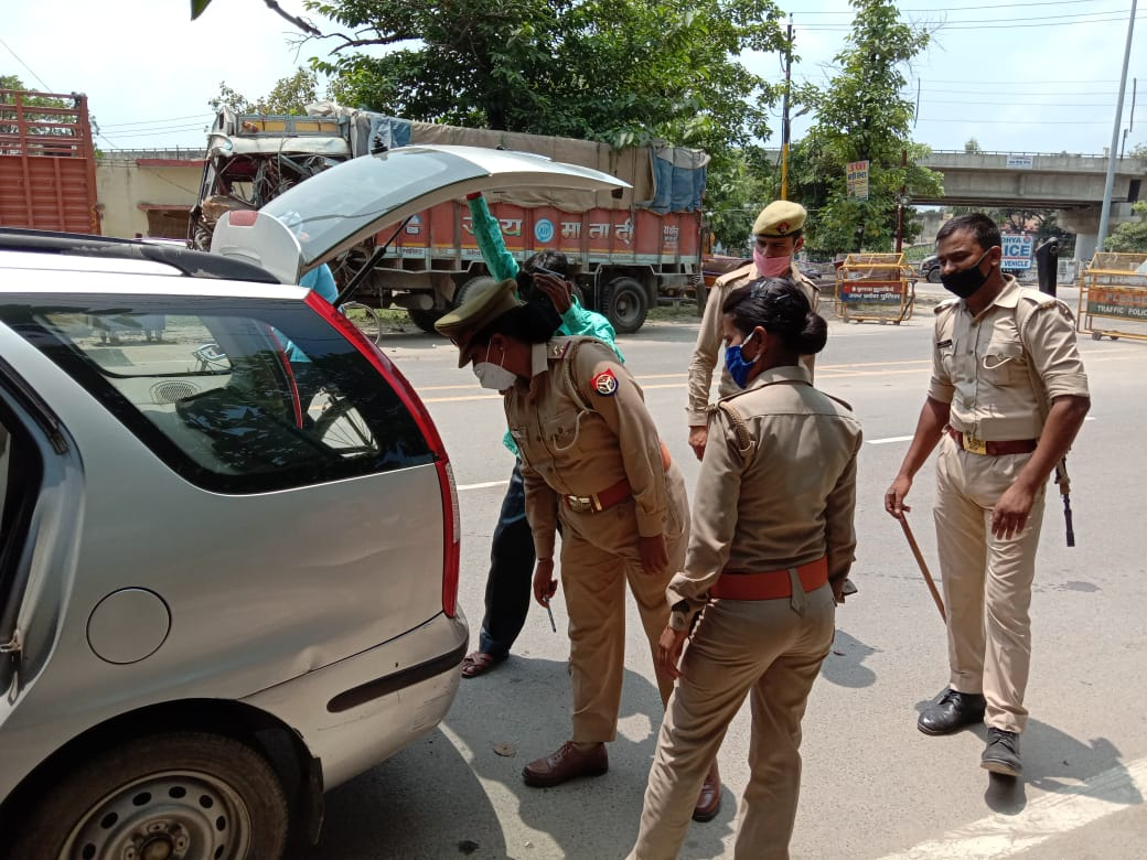 Police check all vehicles entering Ayodhya on Tuesday. (Picture APN)