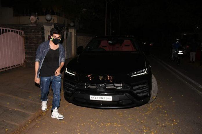 Kartik Aaryan with his Lamborghini