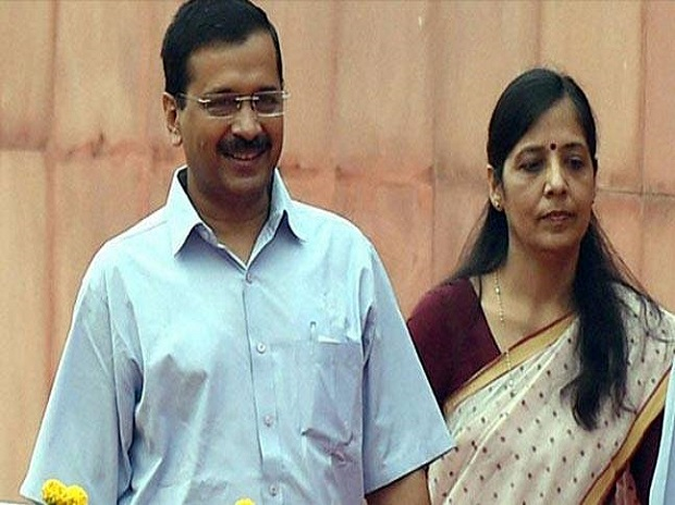 Arvind Kejriwal with wife Sunita Kejriwal