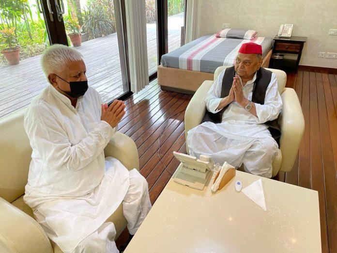 Lalu Yadav meets Mulayam Singh Yadav