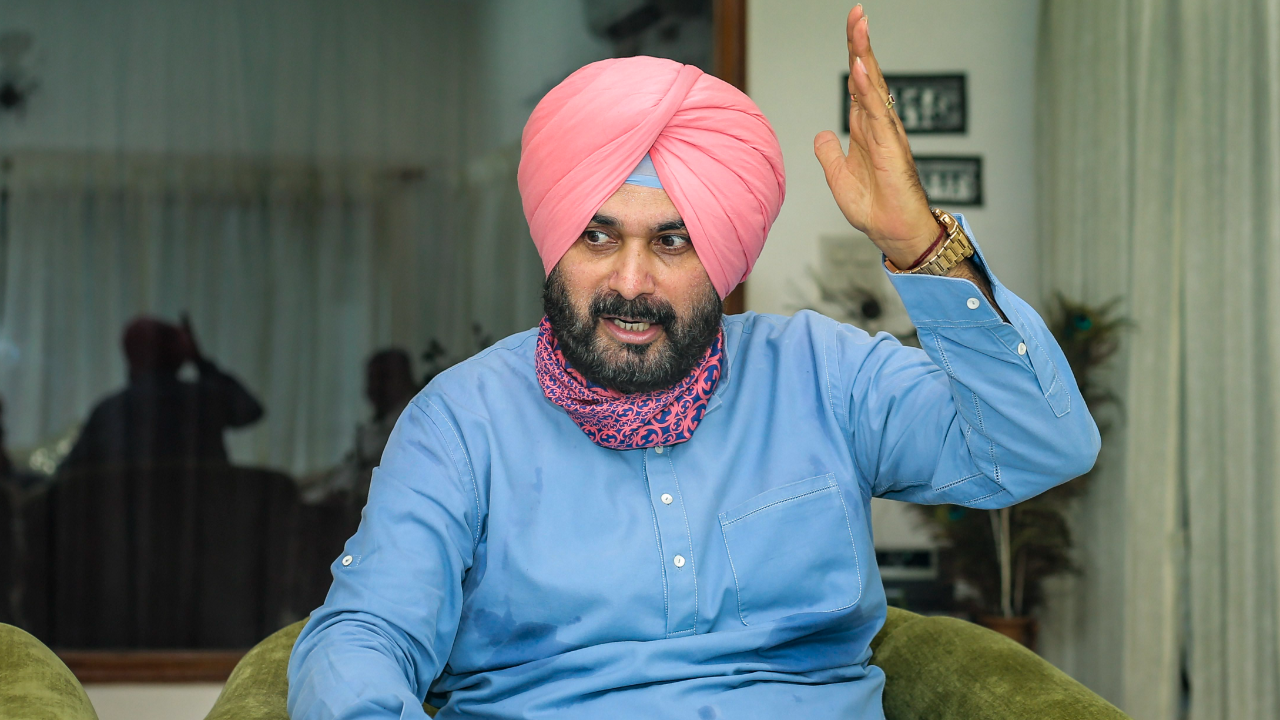 Navjot Sidhu writes to Punjab CM Amarinder Singh, seeks action on farmers'  demands, cancellation of FIRs against them
