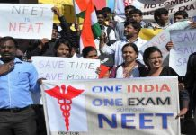 APN Exclusive grab of protest of students against new rule of NEET