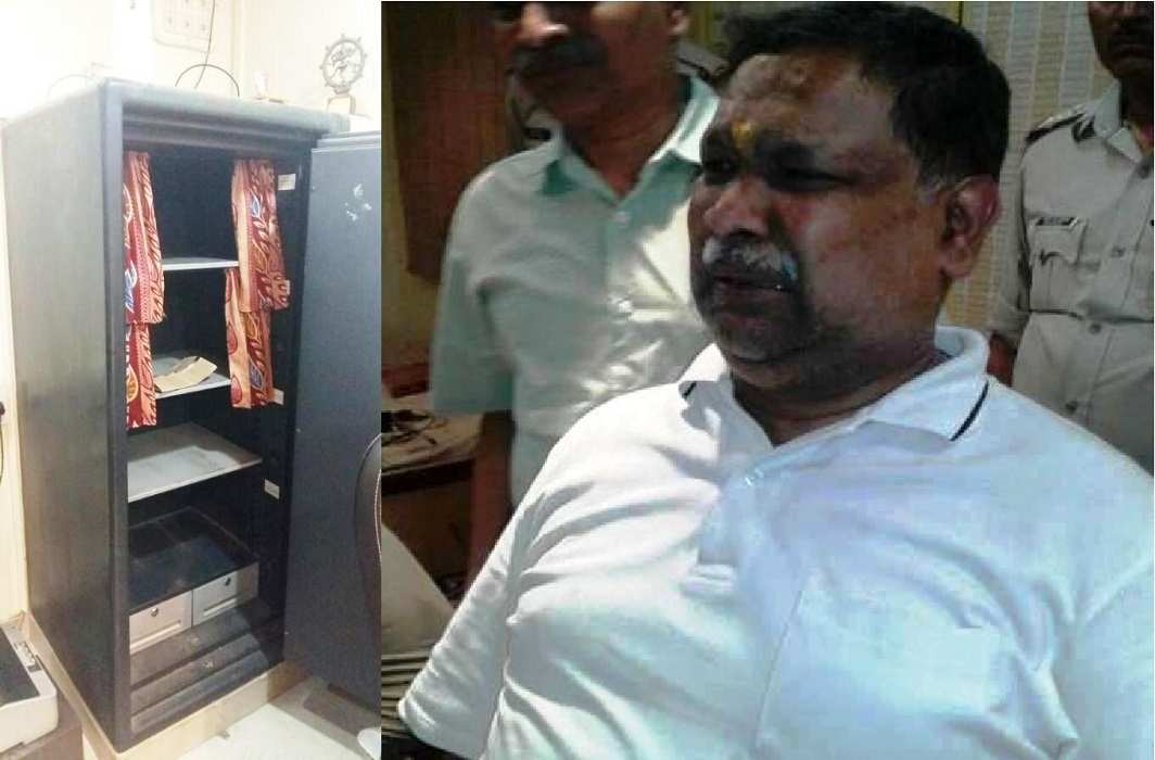 Robbery in Jewellery store in Varanasi