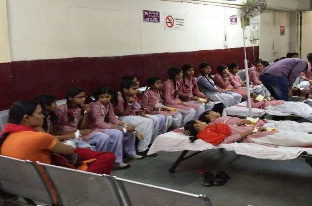 50 school children unconscious due to leakage of ammonia gas in Chhindwara