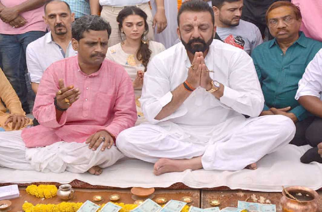 Bollywood actor Sanjay Dutt reached the Rani Ghat of Devanagari Kashi on Wednesday