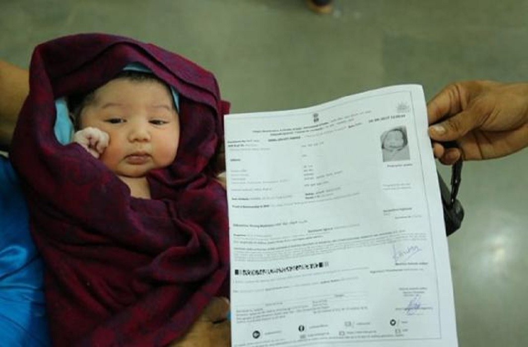 new born baby gets aadhar card with in six minutes frorm birth