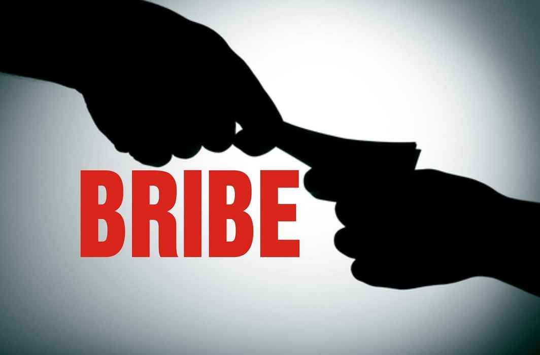 Jail Minister of State, has accused Jail Superintendent of bribeing 50 thousand rupees.