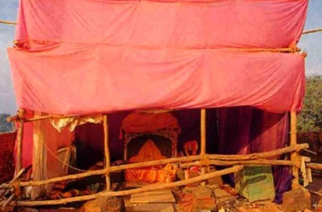 To protect Ramlala from cold administration of Ayodhya has arranged blower and warm clothes