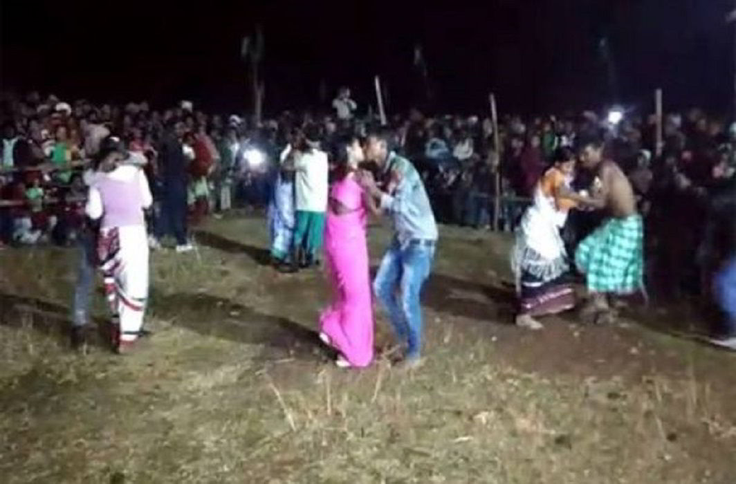 Tribals openly Did lip-lock in kissing competition