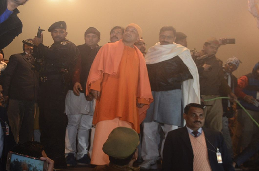 CM Yogi inspected the late night between huge cold in Kashi